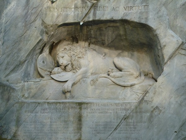 嘆きのライオン像