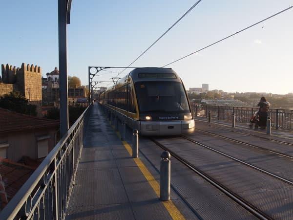 ドン ルイス1世橋上の電車