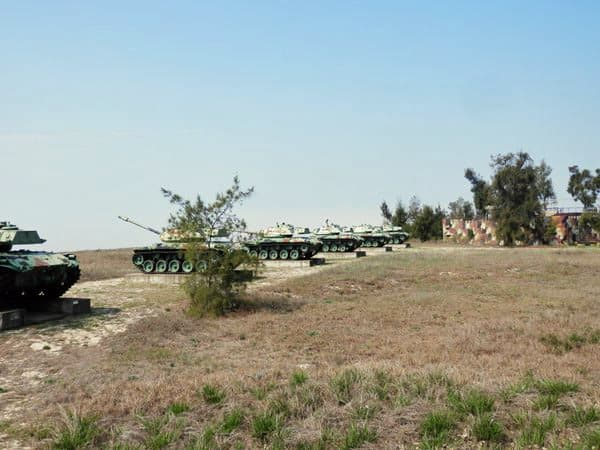 海側に戦車が見えます。