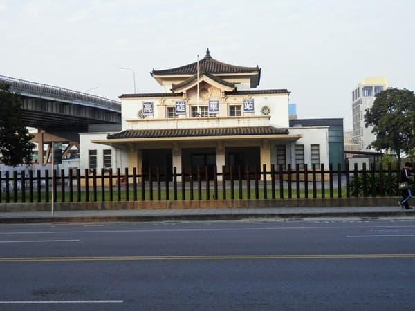 旧高雄駅(向道路から)