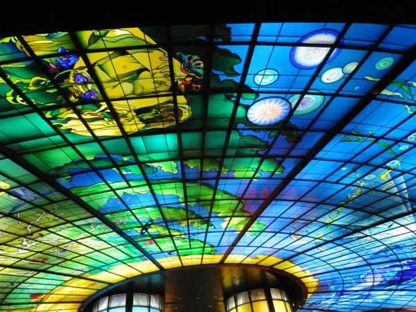 美麗島天井ステンドグラス2