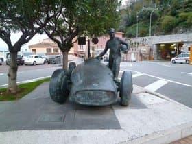 ファンジオの銅像(モナコ)