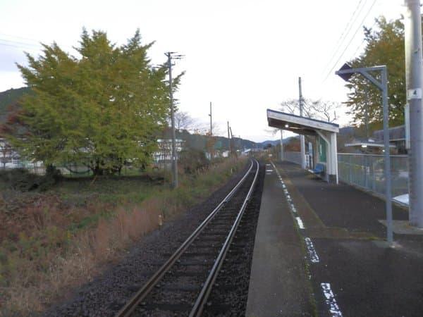 仁井田駅ホーム