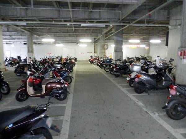 松山駅前駐輪場内