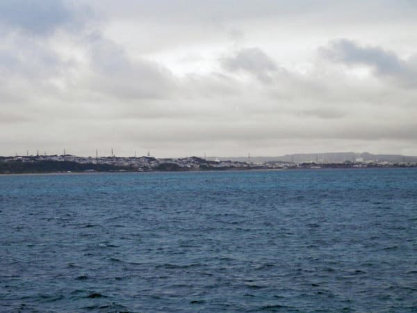 海の駅あやはし館前の海