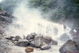 北海道 カムイワッカ湯の滝